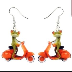 Jewelry - BOGO Frog earrings